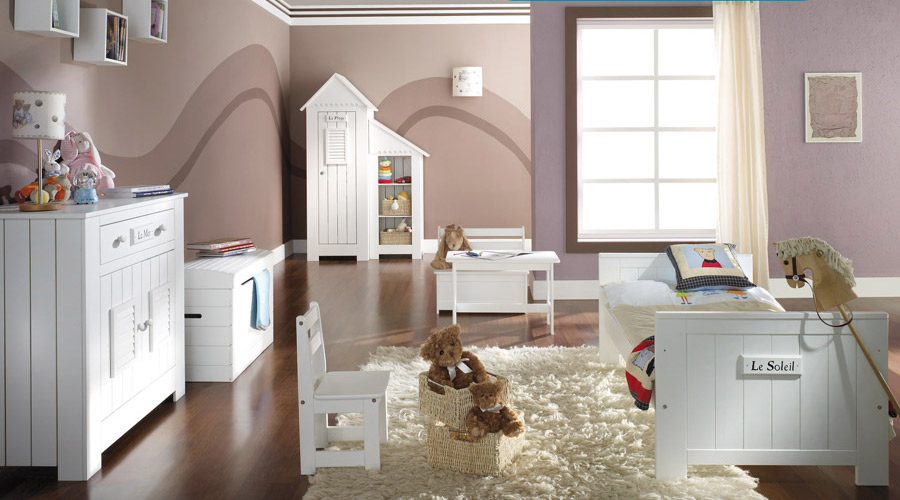Nature Kid: modern and romantic furniture in many colors and from various materials